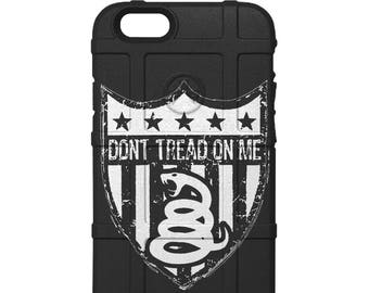CUSTOM PRINTED Limited Edition - Authentic Made in U.S.A. Magpul Industries Field Case, Serve Honor Protect - Dont Tread on Me Shield dont2Y