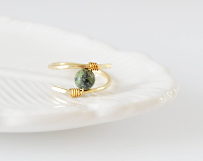 Green Gemstone Crossover Ring - Mother's Day Gift Idea - Lepa Jewelry (K810)