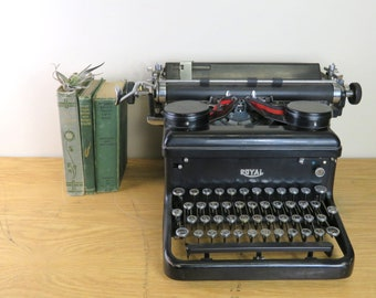 Vintage Royal Manual Typewriter - Royal Typewriter Co., Inc., New York Serial No. KHM12-2001638