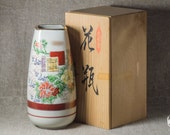 Flower vase made in Kutani technique with original Tomobako (wooden box) - vintage handmade 0580