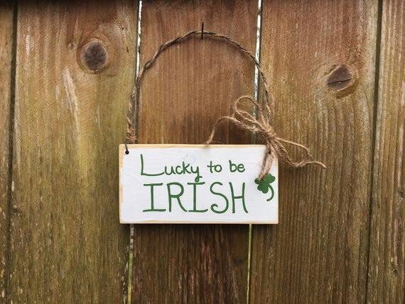"IRISH ST PATRICKS DAY PLANK STYLE HANGER./""LUCK OF THE IRISH/'/' DECORATION"