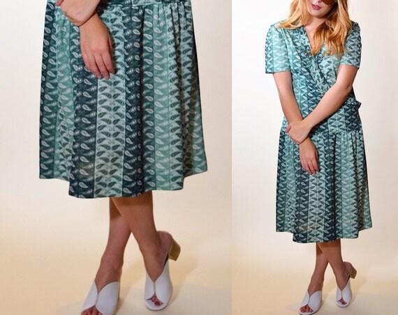 1970s authentic vintage bailey wrap around drop waist dress ruffle collar v neck short sleeve dress women's size Medium-Large