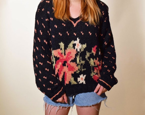 1980s authentic vintage hand knit floral classic oversized pullover v neck preppy sweater women's size medium