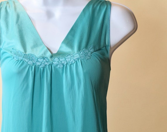 Authentic vintage Vanity Fair classic teal/light blue mid length nightie women's size medium-large