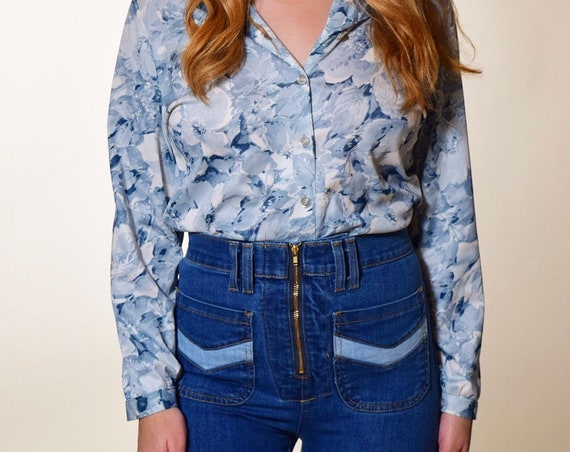 1970's Disco authentic vintage button down patterned light blue and white polyester collared blouse women's size small