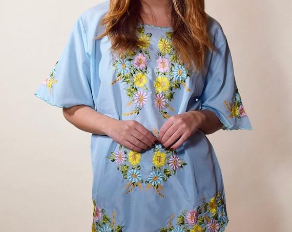 1950s Authentic vintage baby blue floral embroidered bohemian hippie peasant festival blouse women's size M-L