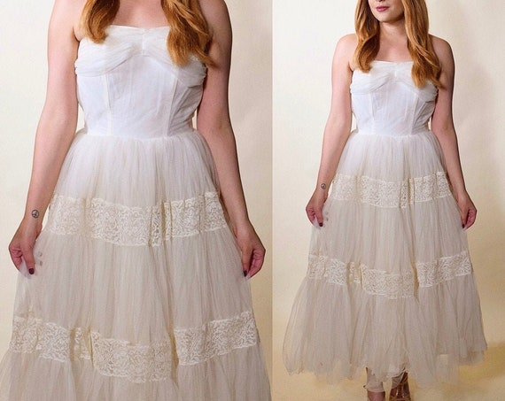 1950s authentic vintage white tulle + lace strapless fit and flare Sweetheart neckline strapless dress women's is XS
