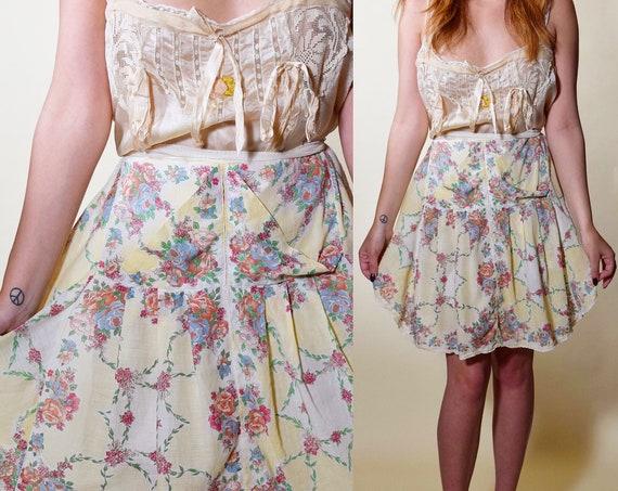 Rare vintage 1940s floral thin waist tie romantic apron with pockets