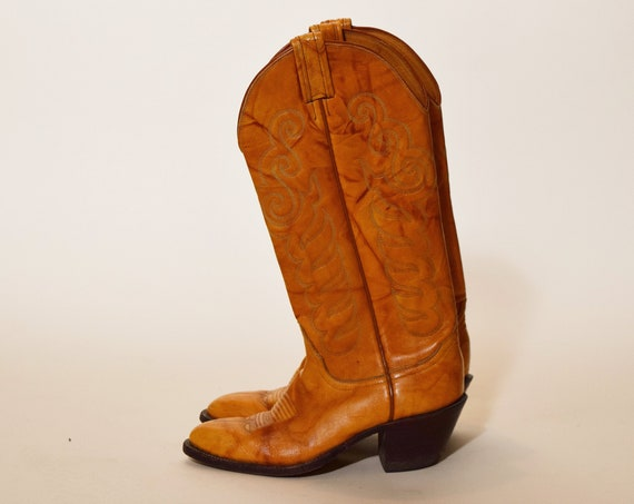 Authentic vintage  Tony Lama chestnut brown leather classic cowboy boots women's US size 5.5