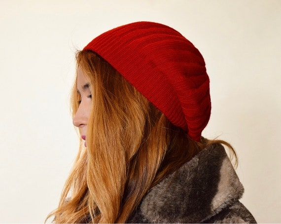 Authentic vintage classic red acrylic knit beret / beanie  women's ONE SIZE