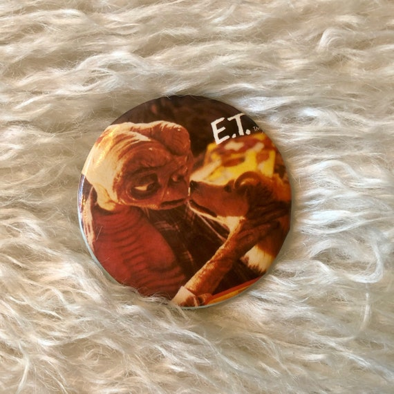 1982 authentic vintage  E.T.  collectible movie medium size round button