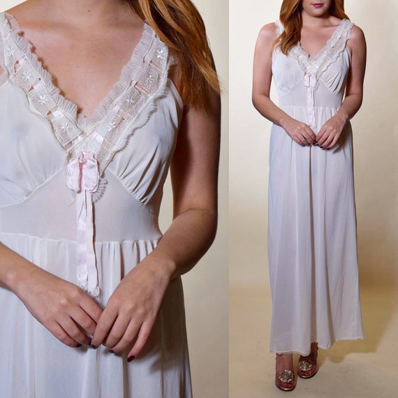 Vintage 1950's romantic beautiful lace and nylon white sheer baby doll nightgown size small