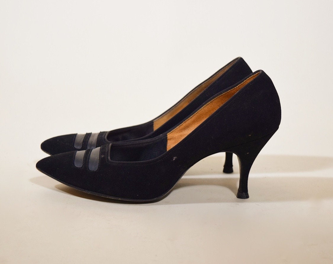 c2d363be667 1960s classic authentic vintage black velvet point toe pumps women's ...