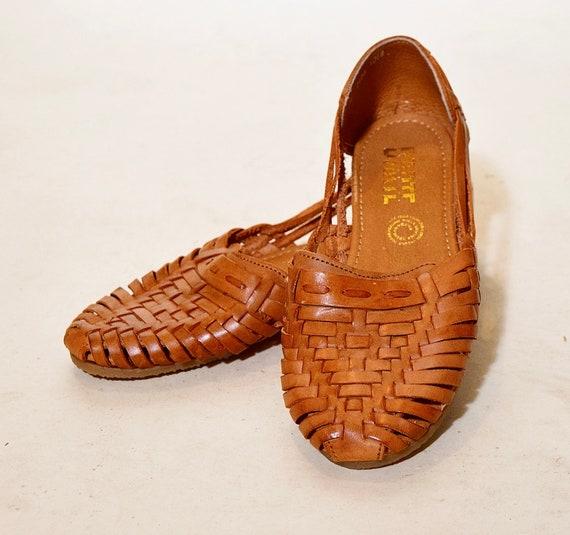 Authentic vintage chestnut brown leather woven Huarache hippie sandals/flats women's US size 9/9.5
