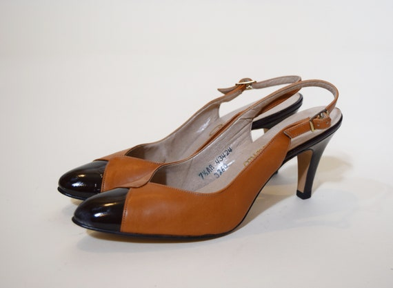 1950s authentic vintage classic two tone black + tan leather pumps with women's US size 7.5