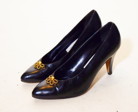 """Classic authentic vintage black leather point toe 3"""" heel pumps with gold embellishment women's US size 6.5"""