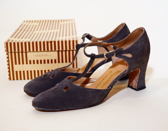 """1960s authentic vintage gray suede cut out chunky 2.5"""" heel pumps women's US size 7"""