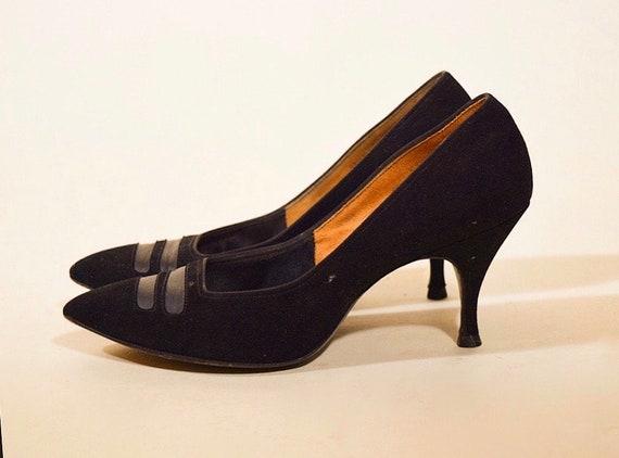 1960s classic authentic vintage black velvet point toe pumps women's US size 5.5