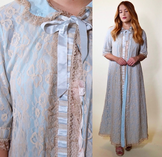 1960s Rare I Magnin baby blue robe with beige lace overlay + ribbon tie detail women's size small