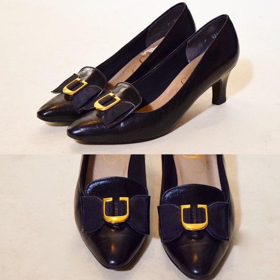 1960s- vintage black + gold buckle point toe pumps women's US size 7