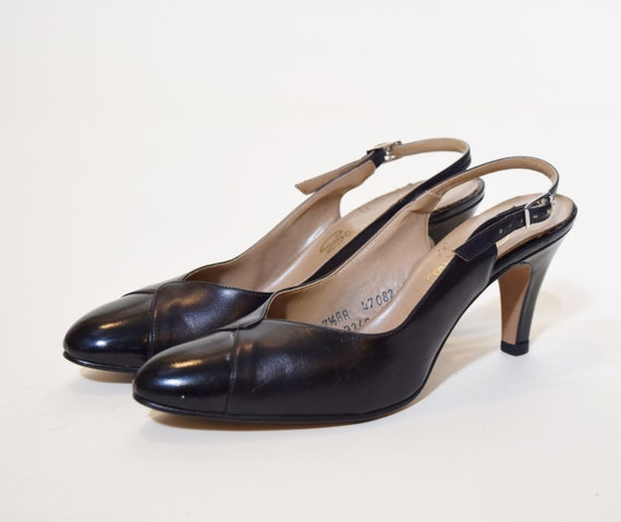 1960s vintage black leather classic heels / pumps women's US size 7.5 with 3 inch heel