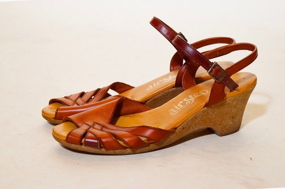 1970s vintage Air Step brown leather open toe strappy sandal with rubber sole heel women's US size 6.5