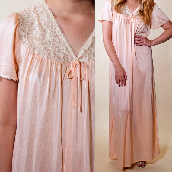 1960s-1970s Authentic vintage light pink nylon + lace bodice short sleeve nightgown women's size medium