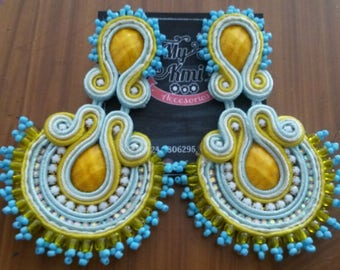 Soutache tendrils with mustard seed on the shore