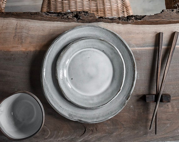 Stoneware Dinner Plates in Oatmeal