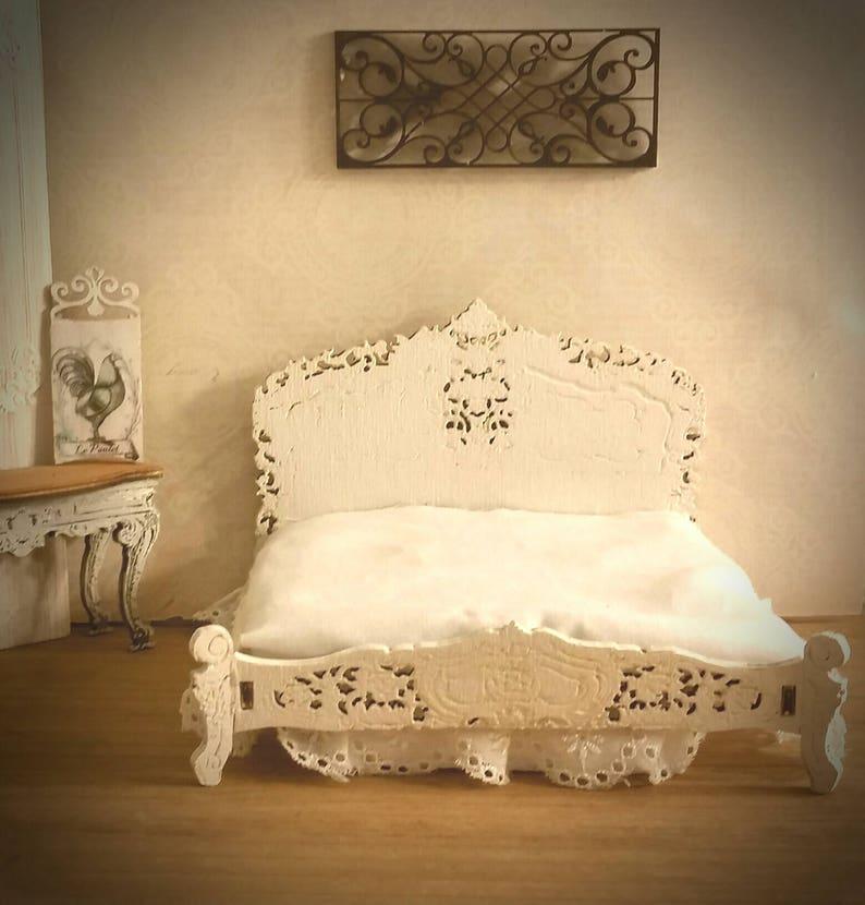 2651711aec Miniatur Puppenhaus Queen Bett Reproduktion des Rokoko Bett | Etsy