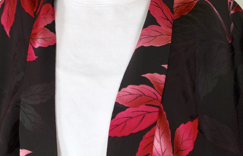 Women/'s HAORI\u30fc\u3000Short size kimono  jacket.\u3000It is so much fun motifs.\u3000You can wear easily.\u3000Enjoy Japan fashion !\u3000