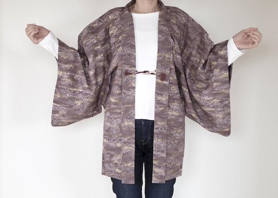 Short size kimono  jacket.\u3000Calm adult atmosphere.\u3000You can wear easily.\u3000Enjoy Japan fashion !\u3000 Women/'s BLACK HAORI
