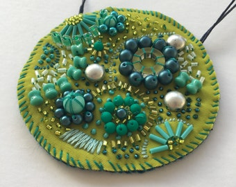 Circular Green Embellished Necklace