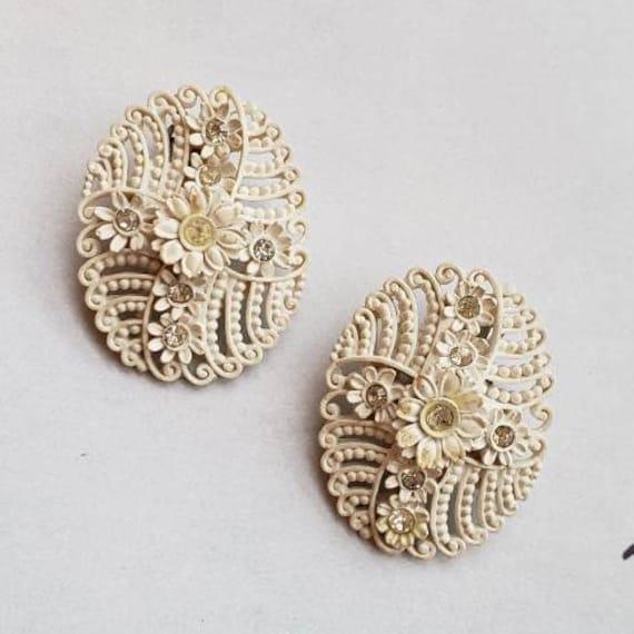 40/'s Earrings. Dainty Celluloid Daffodil Clip On Earrings Vintage Flower Earrings