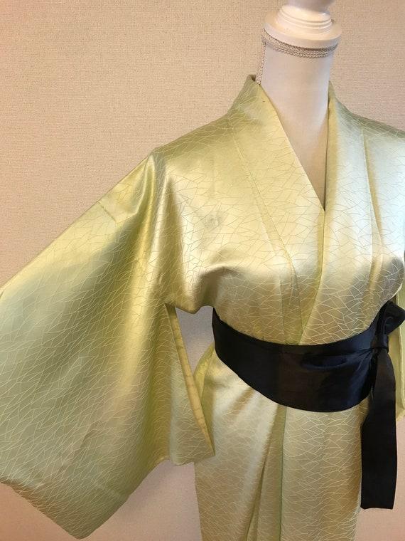 Light green silk kimono / vintage silk kimono / me