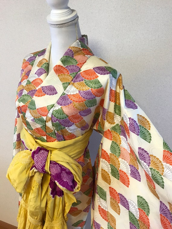 Vintage Japanese kimono Decorated with Japanese fa