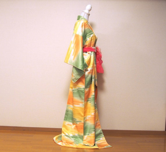 yellow shiny kimono / japan vintage kimono / kimo… - image 10