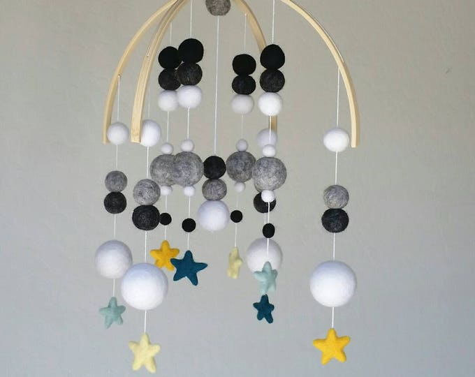 Baby Mobile : Deluxe Twinkle Twinkle star mobile - Black and White mobile