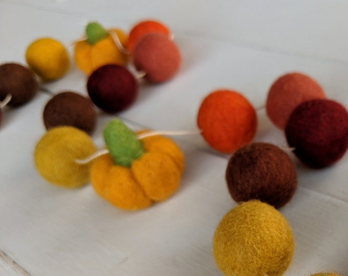 Fall Garland : Thanksgiving / Fall Felt Ball Garland // Pumpkin garland