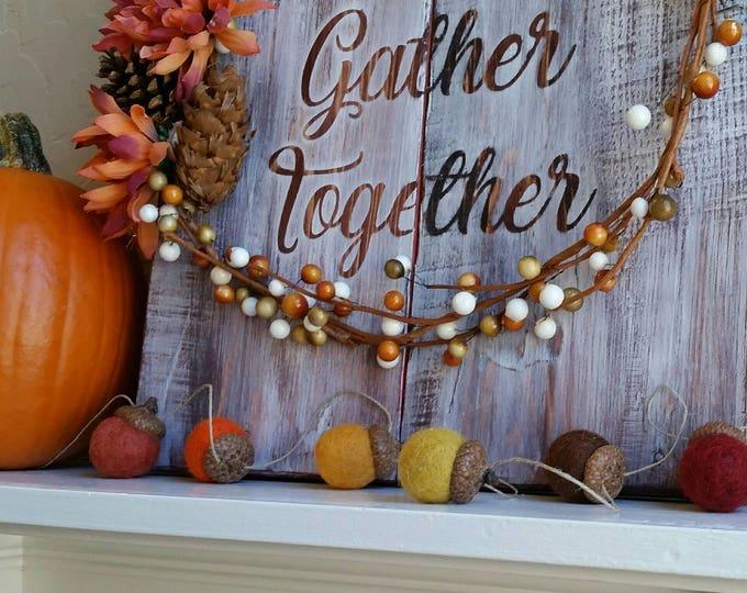 Fall Garland : Thanksgiving Garland with felt acorns