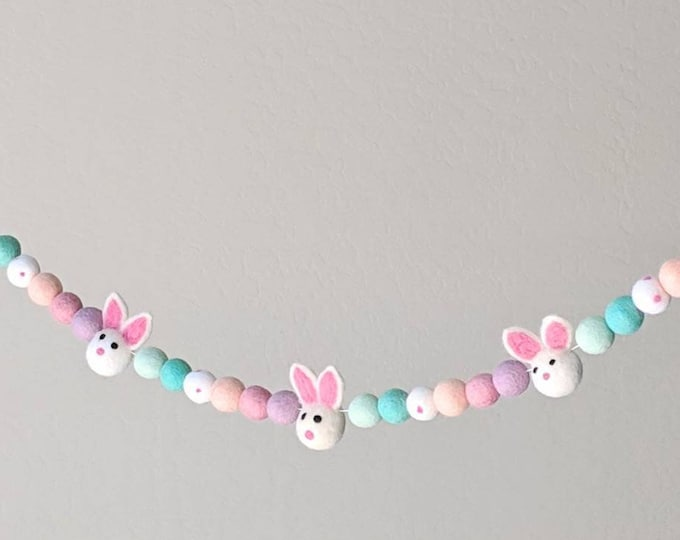 Bunny Garland : Easter / Spring Felt Ball Garland with Bunnies