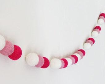 Valentines Garland : felt ball garland in pink
