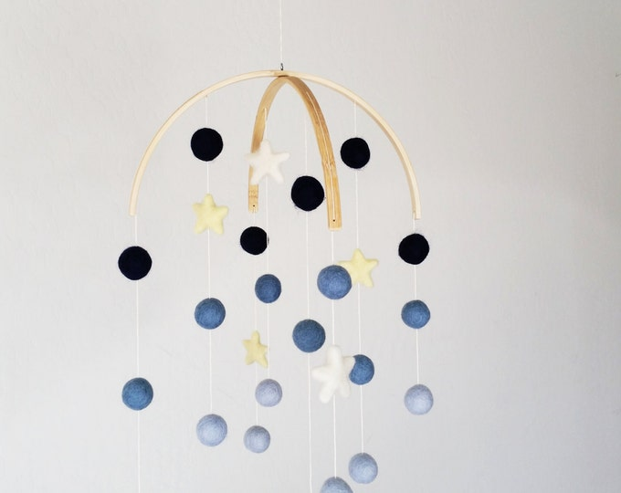 Baby Mobile : Starry Night Baby Mobile in blue ombre hues
