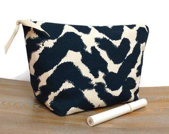 2f4c64c243c4ac Modern zigzag makeup bag