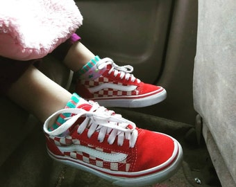 2a4d68c7e74 Vans Old Skool red and white kids shoes size 11