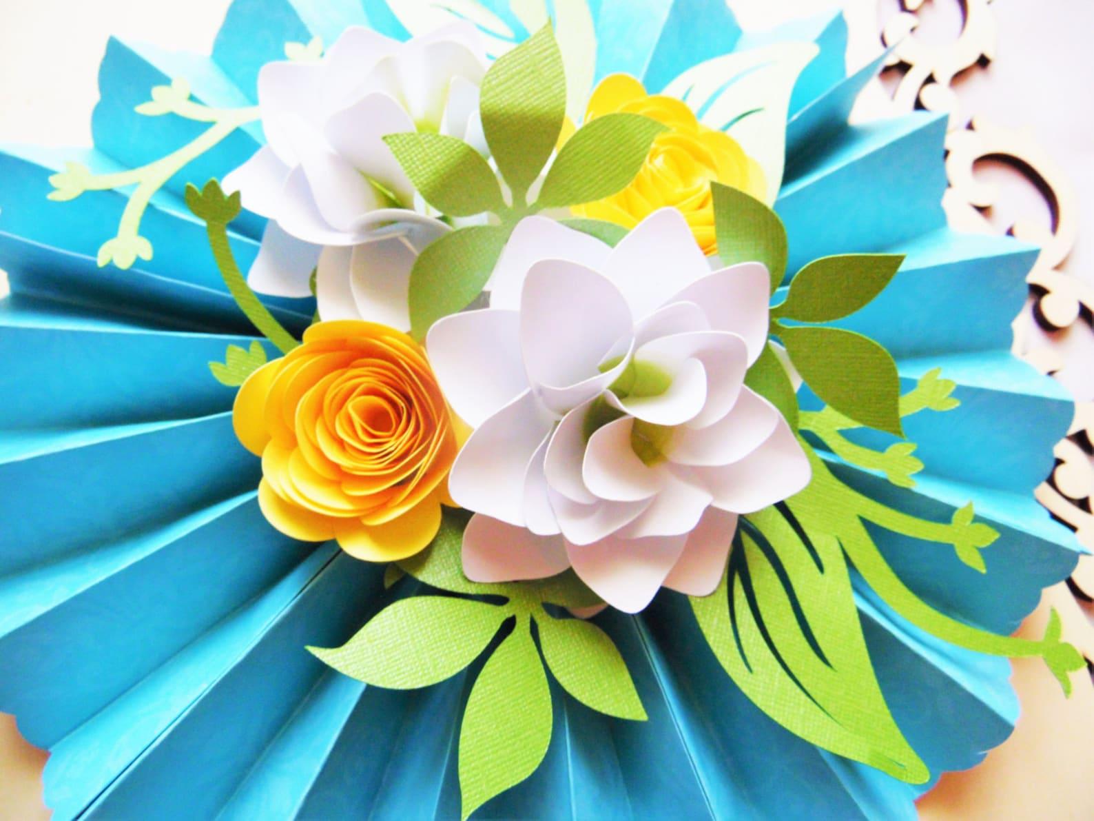 Есть открытки, украшения для открыток цветы из бумаги