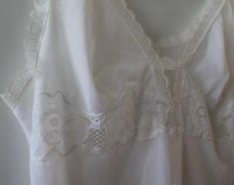 White Night Gown/Vintage/Vintage lingerie/White Sleepwear Vintage/Baby Doll /Pyjama Vintage/ Lace lingerie/Vintage Lace night gown/Petticoat