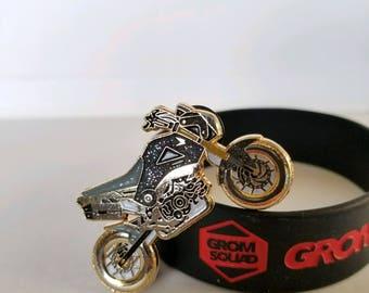 Honda GROM SQUAD Black LE25 stunt bike hat pin