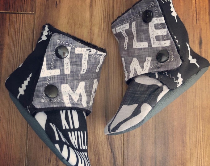 Stay-on baby booties