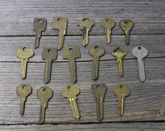 Vintage uncut keys, vintage house/car/door key blanks. Old uncut keys priced individually. Keys, skeleton keys, vintage keys, steampunk